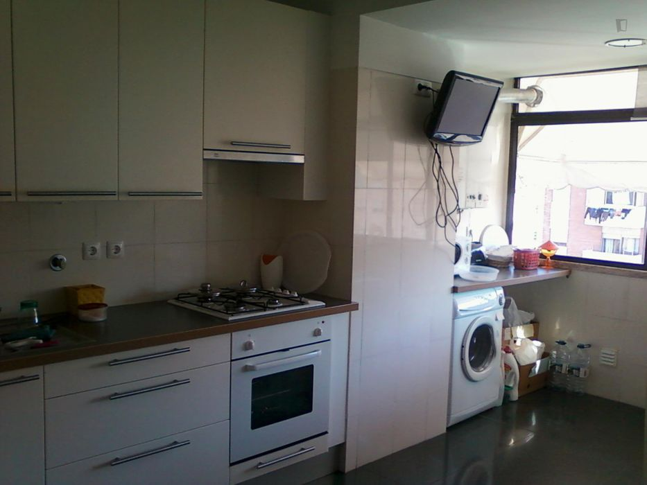 Bright double bedroom not far from Universidade de Coimbra