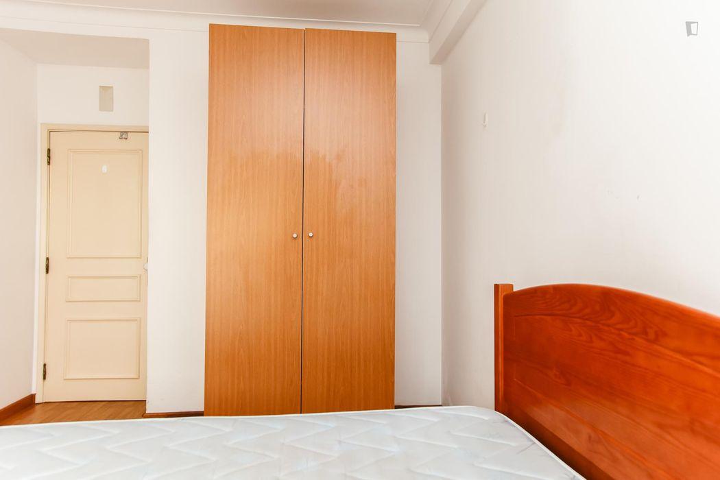 Nice and bright single bedroom in Arregaça, near Instituto Superior de Engenharia (Coimbra)