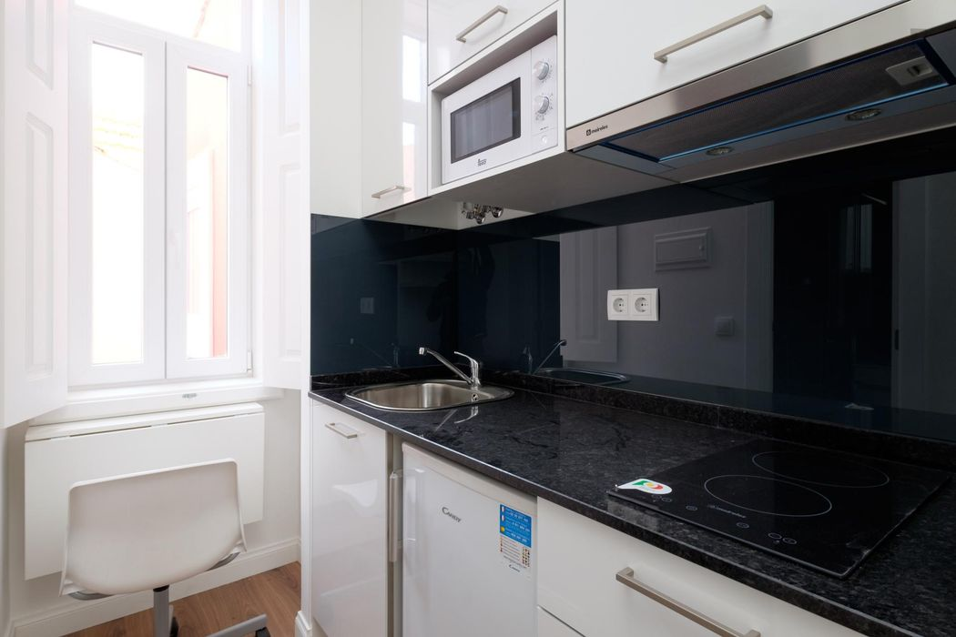 Modern and bright studio located in a well-serviced area of the city