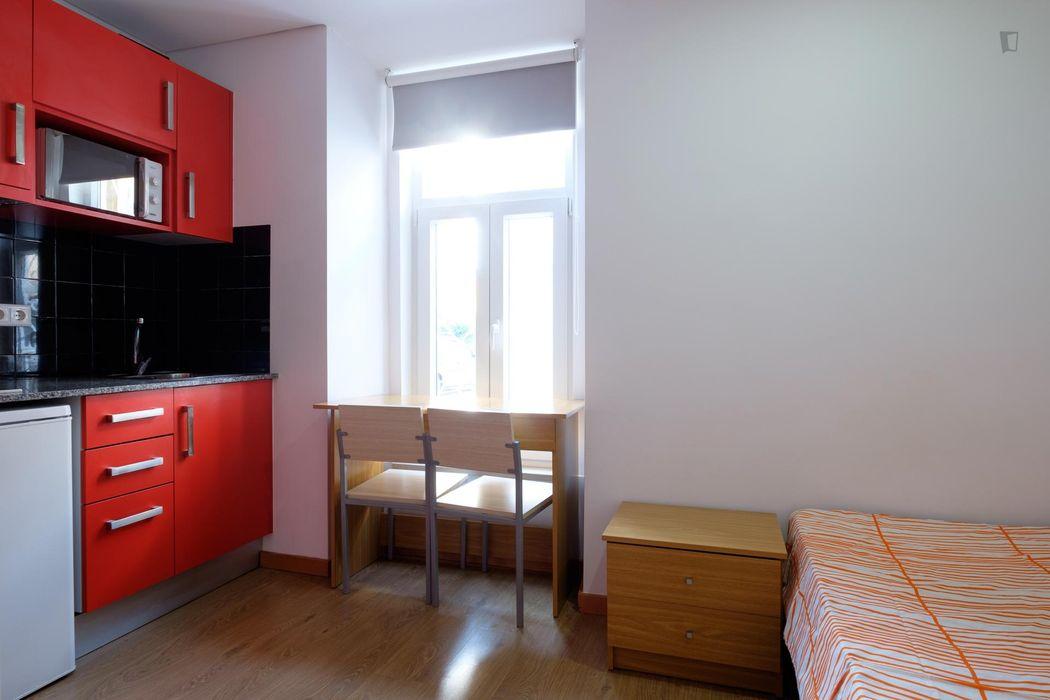 Bright and modern studio located close to the Centro De Estudos E Formação Autarquica (Cefa)