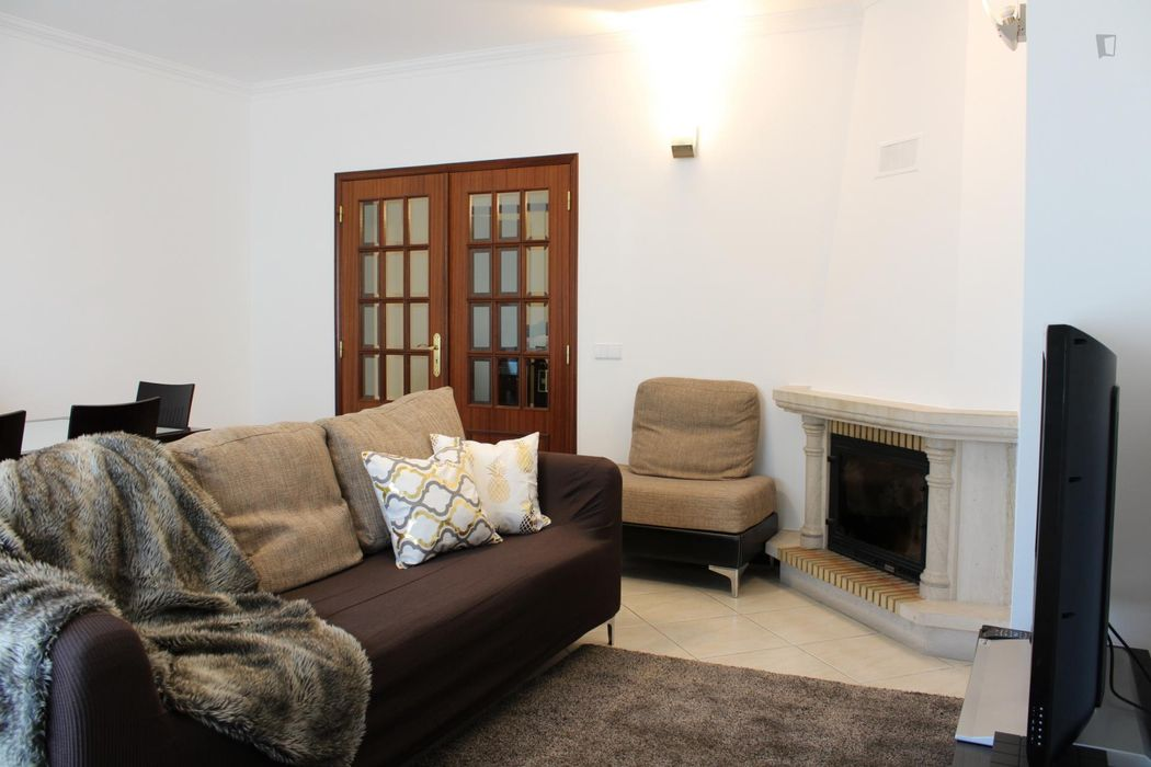 Spacious and quiet 3-bedroom apartment