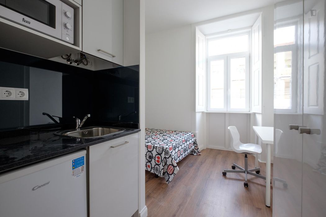 Modern and trendy studio placed in relaxing, well-serviced and well-connected area of the city