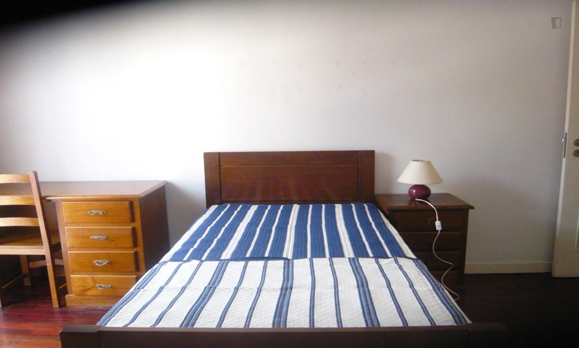 Single bedroom, with balcony and aprivate bathroom, in 4-bedroom apartment
