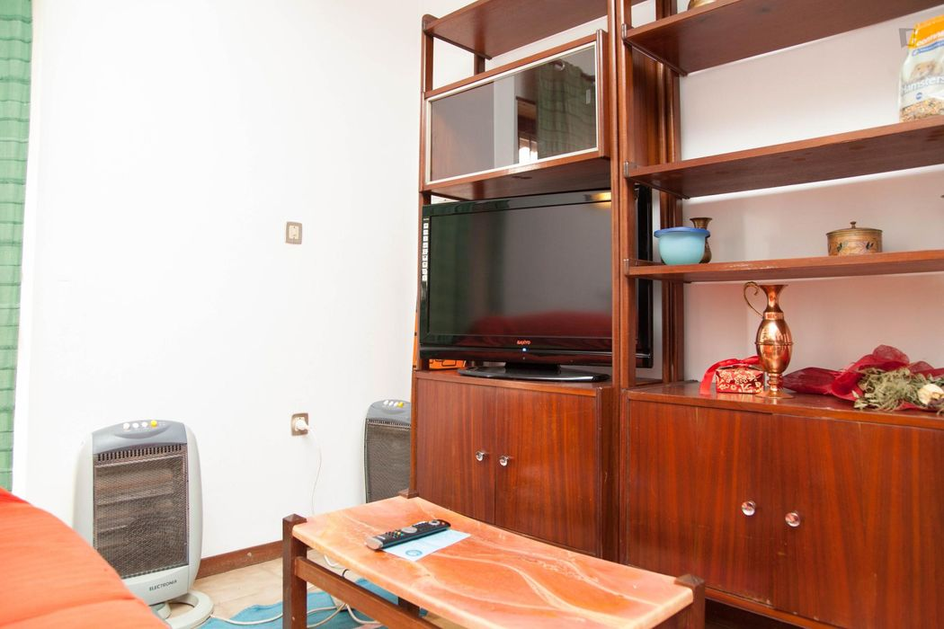Pleasant single bedroom in São Martinho do Bispo