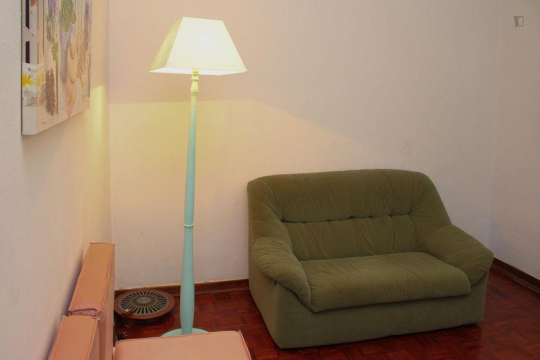 Snug single bedroom in Baixa de Santa Clara