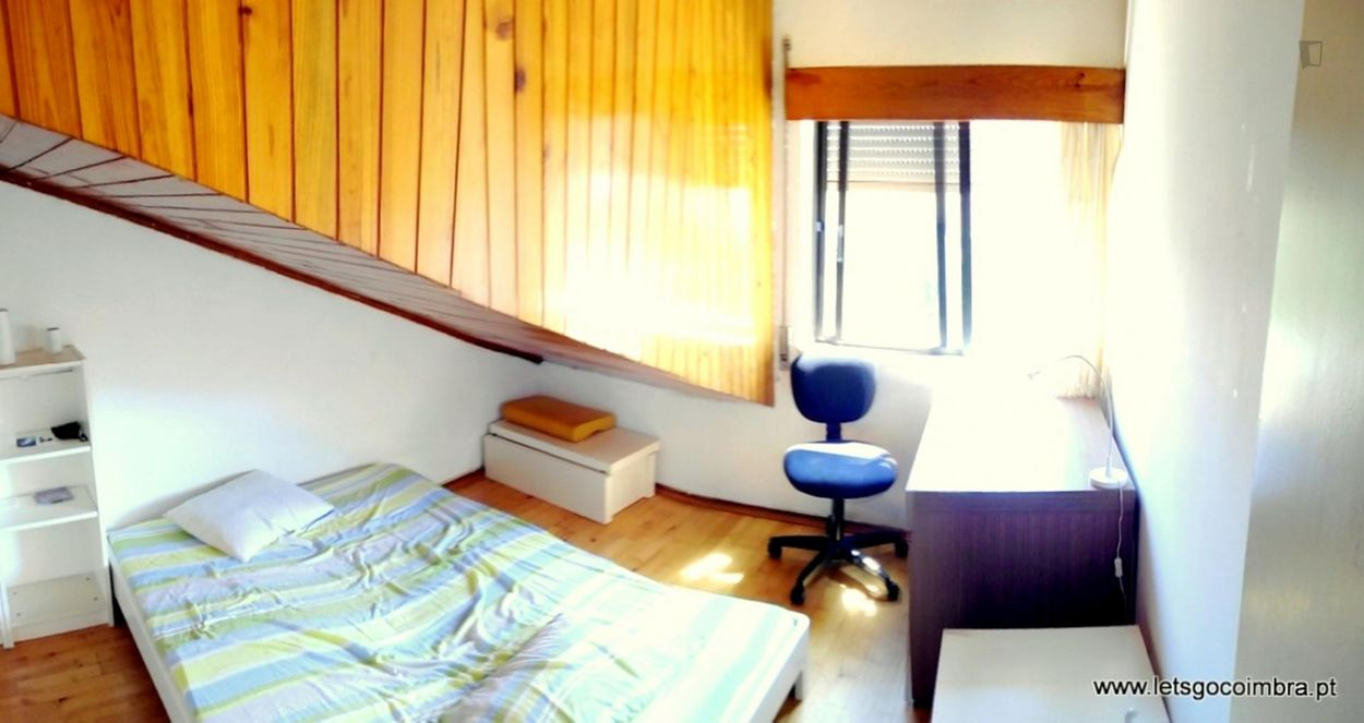 Cozy Bedroom with Double Bed (room CAL11)