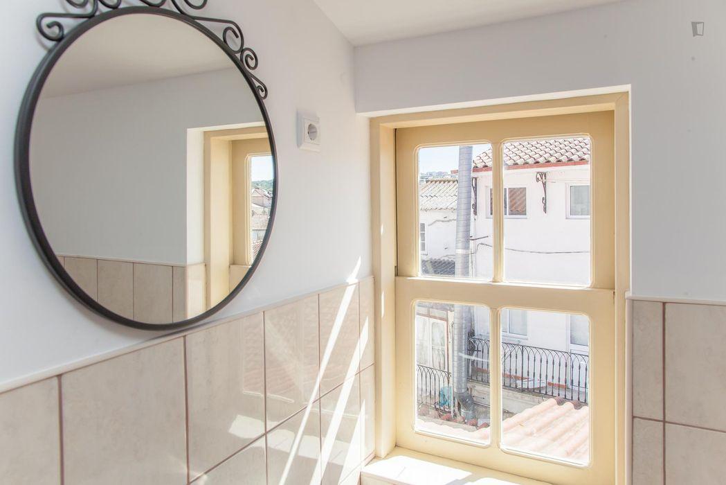 Affordable double bedroom close to Universidade de Coimbra