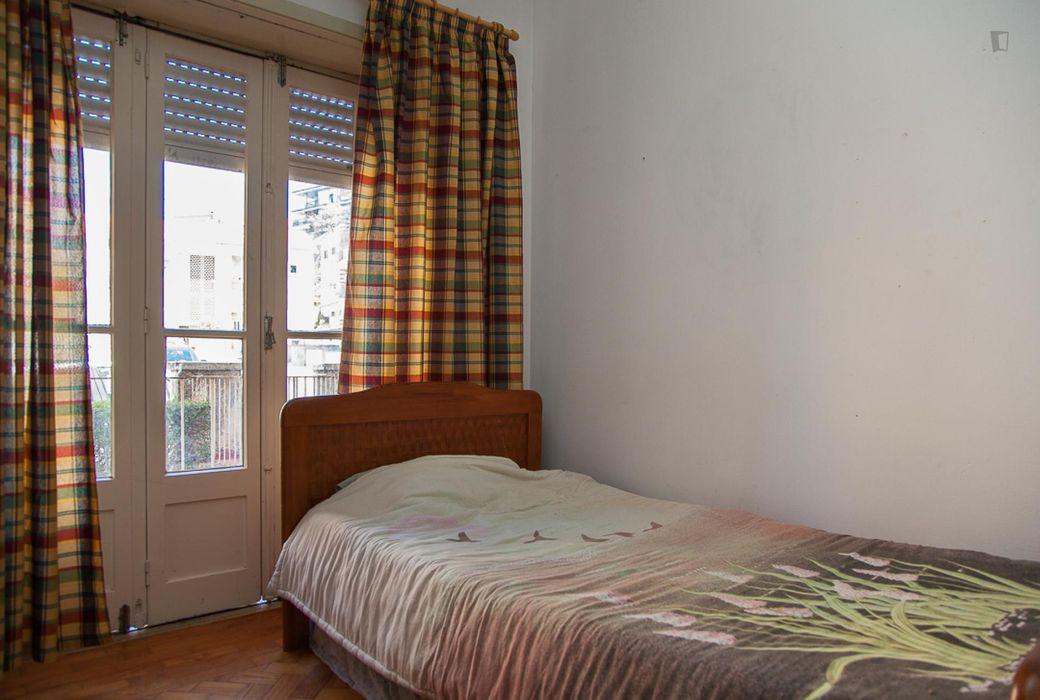 Cosy single bedroom with balcony close to Faculdade de Economia da Universidade de Coimbra
