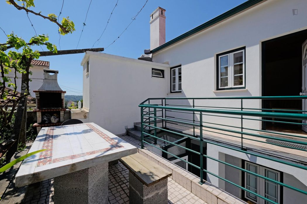 Homely single bedroom in a 4-bedroom house near Instituto Superior de Engenharia de Coimbra