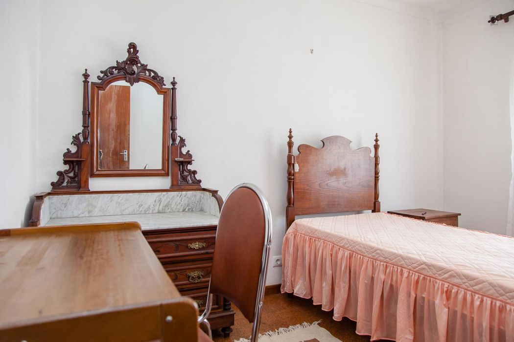 Humble single bedroom near Coimbra's Instituto Politécnico