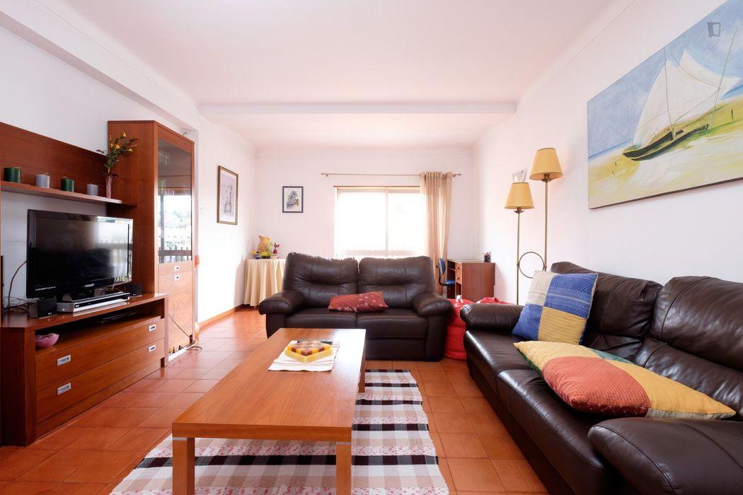 Spacious single bedroom near ESEC, Escola Superior de Educação de Coimbra
