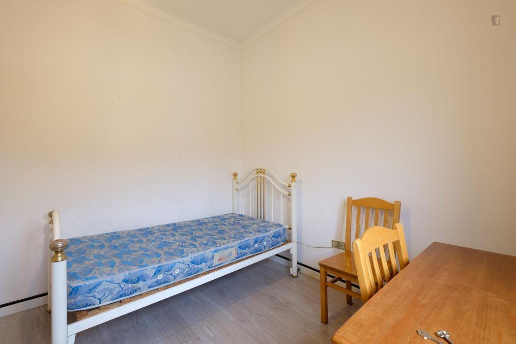 Graciously decorated single bedroom near Instituto Superior de Engenharia de Coimbra