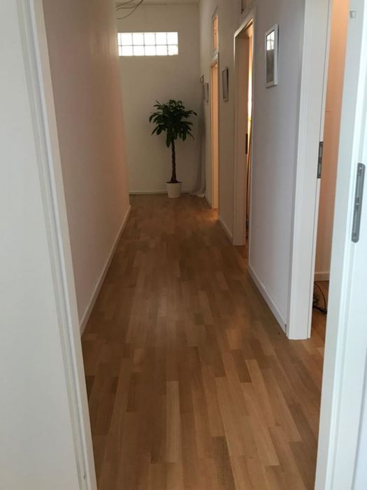 Single bed in a triple bedroom in Schöneberg