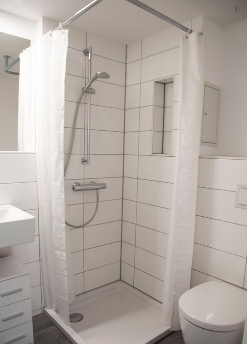 Bright single bedroom in residence close to Spree - 4.9.5