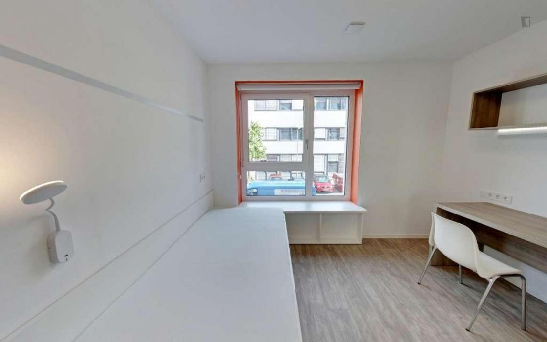 Charismatic single bedroom in share bedroom apartment - 2.3.4