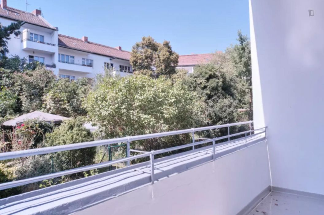 Cool single bedroom in a 3-bedroom apartment near U Grenzallee (Berlin) transport stop
