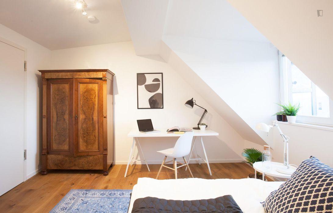 Nice double bedroom in a residence near Berlin-Neuköln transit stop