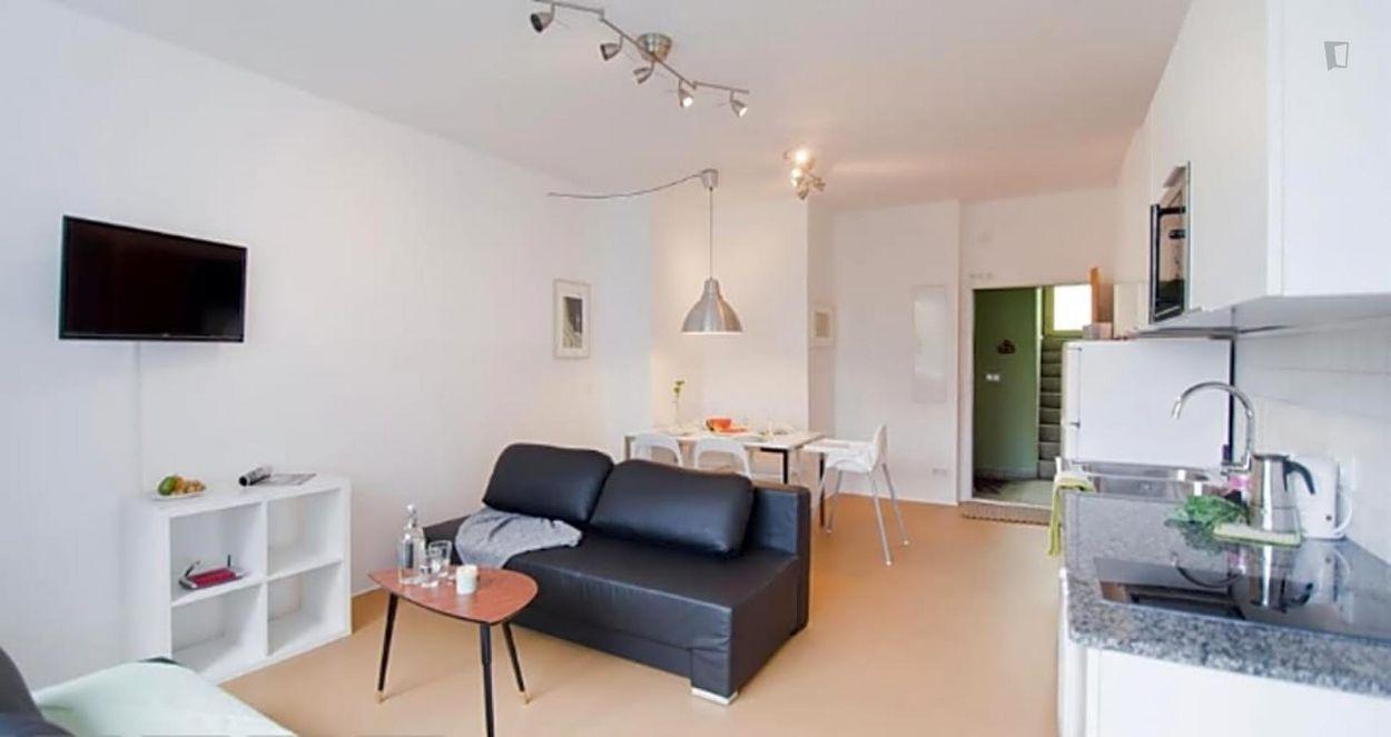 Cool 2-bedroom apartment near U-Bhf Nauener Platz transport station