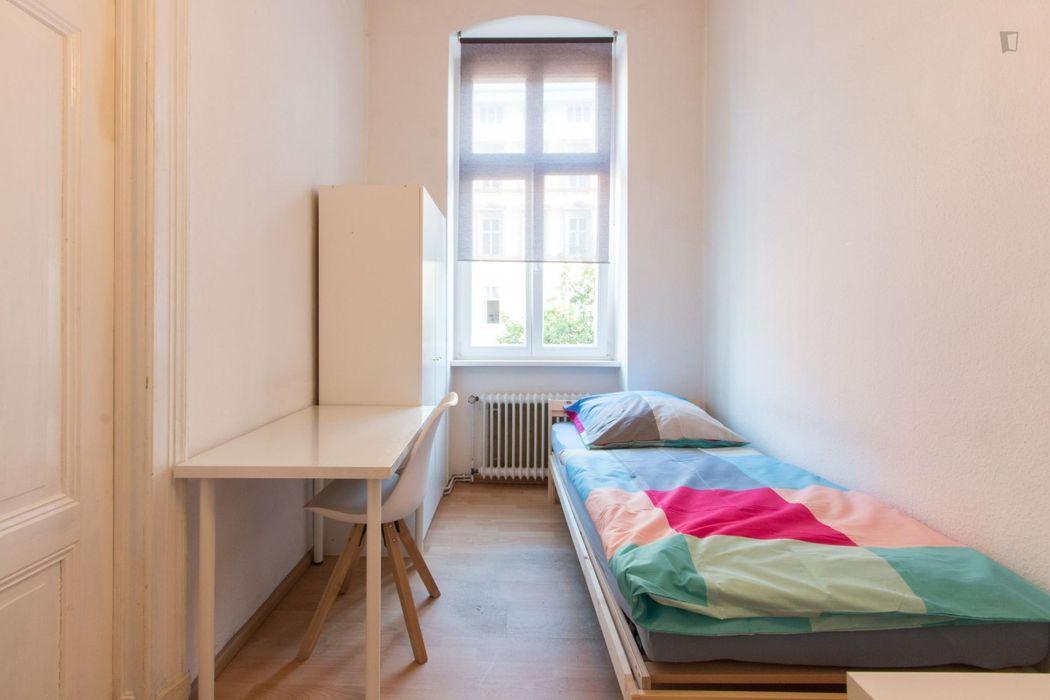 Bed in beautiful triple bedroom in Tiergarten