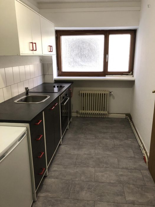 Charming single bedroom in a shared flat in Stuttgart, near Straußstaffel bus station
