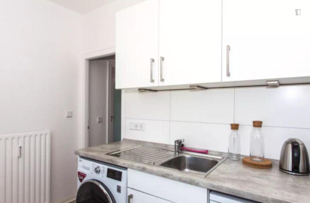 Cozy single bedroom in a 4-bedroom apartment near Betriebsbahnhof Berlin-Schöneweide train station