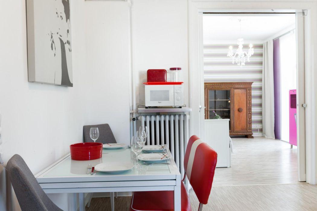 Single bedroom in 6-bedroom house