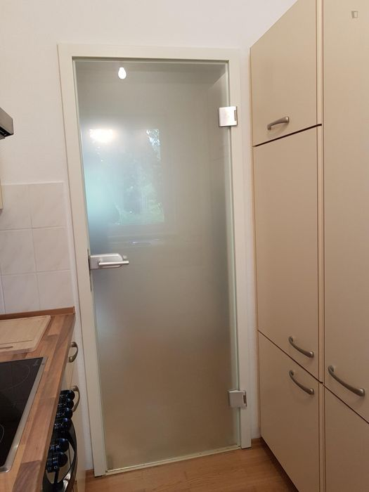 Restful single bedroom in a shared flat, in Grunewald