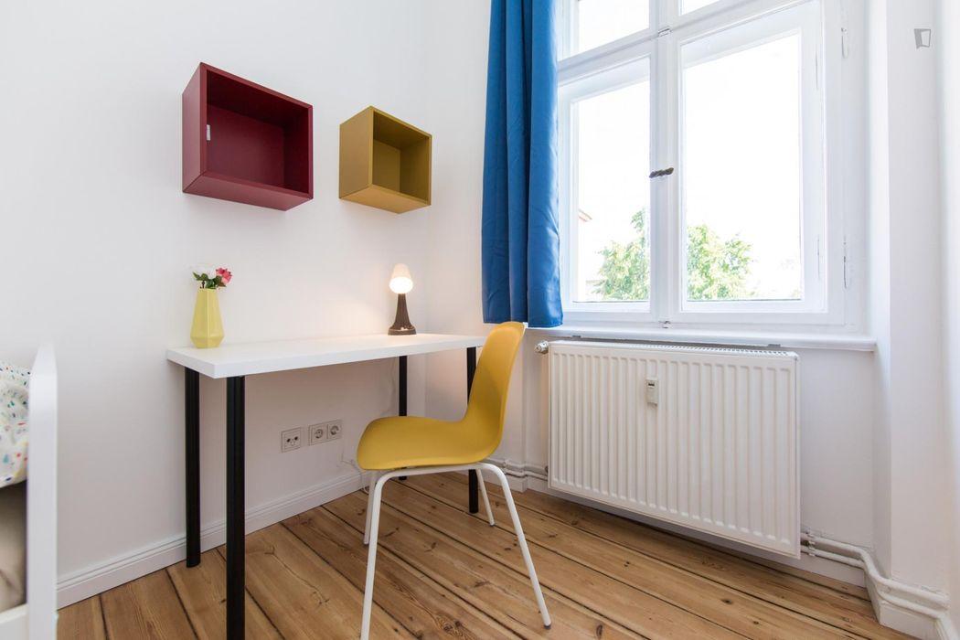 Charming single bedroom in a 4-bedroom apartment near Städtischer Friedhof