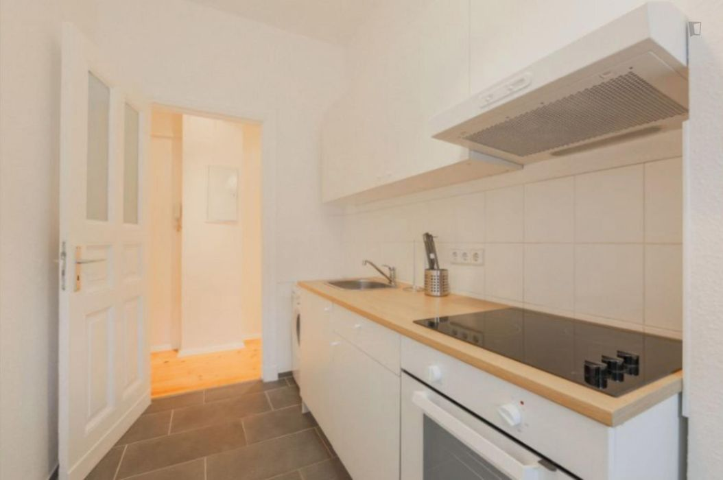 Bright single bedroom in a 4-bedroom apartment near U-Bhf. Hermannplatz metro station
