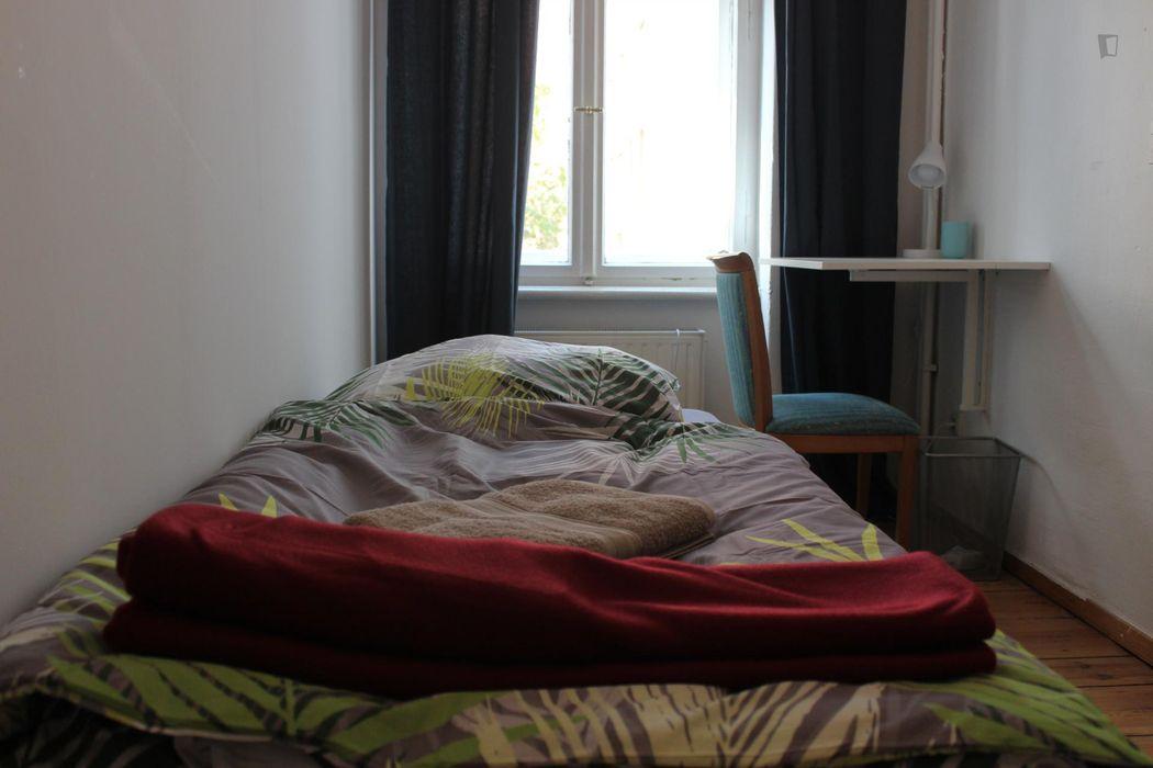 Restful single bedroom near the Tempelhofer Feld recreational park