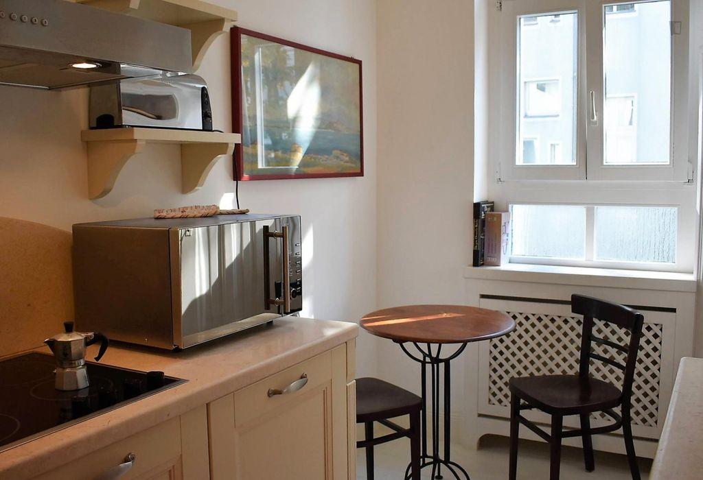 Amazing one bedroom apartment in Berlin near Kurfürstendamm bus stop