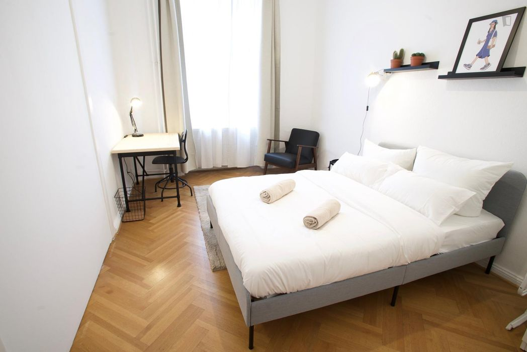 Bright room in large newly renovated apartment in Schöneberg
