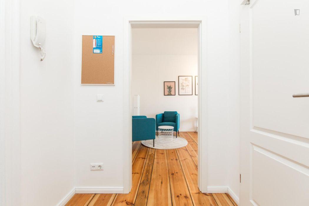 Bright 1-bedroom apartment near Wildenbruchplatz