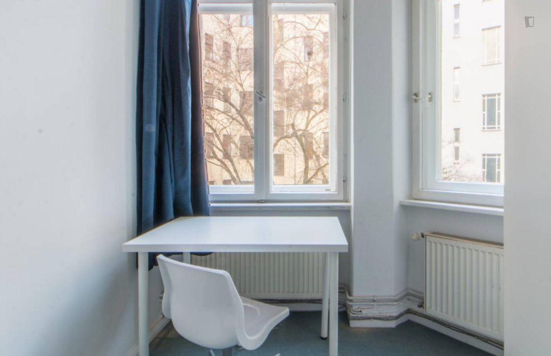 Great single bedroom in 5-bedroom apartment
