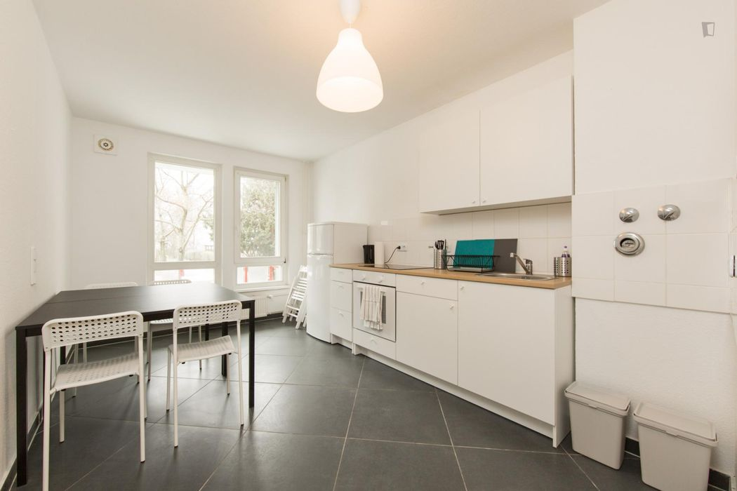 Spacious double bedroom in a 4-bedroom apartment near Berlin-Neukölln transport station