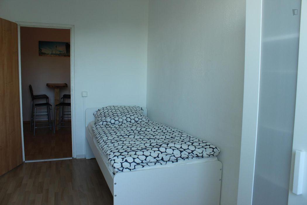 Bright bedroom in Lichtenberg near the Friedrichsfelde Ost station