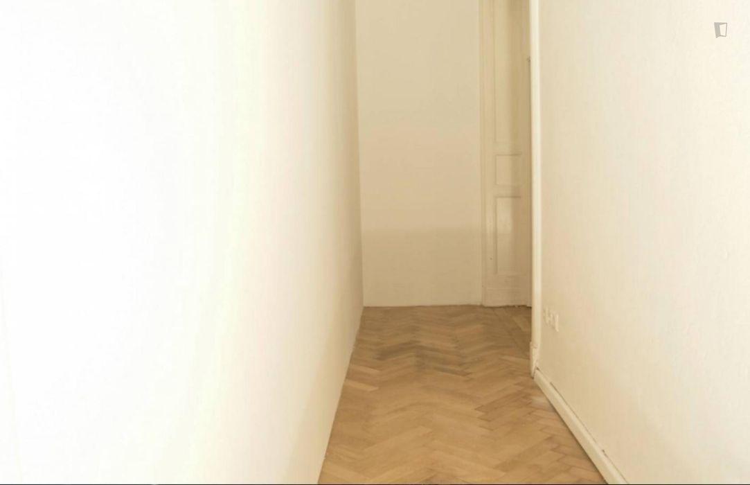 Ample room in 4-bedroom apartment in Charlottenburg
