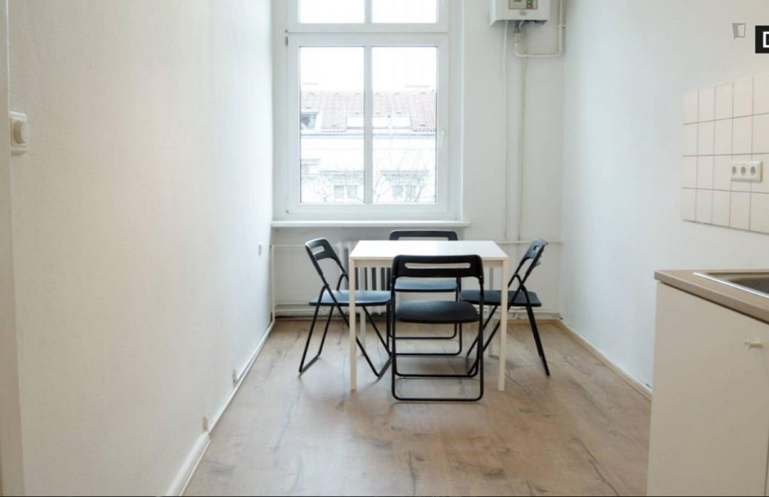Spacious and neat room in 4-bedroom apartment in Charlottenburg