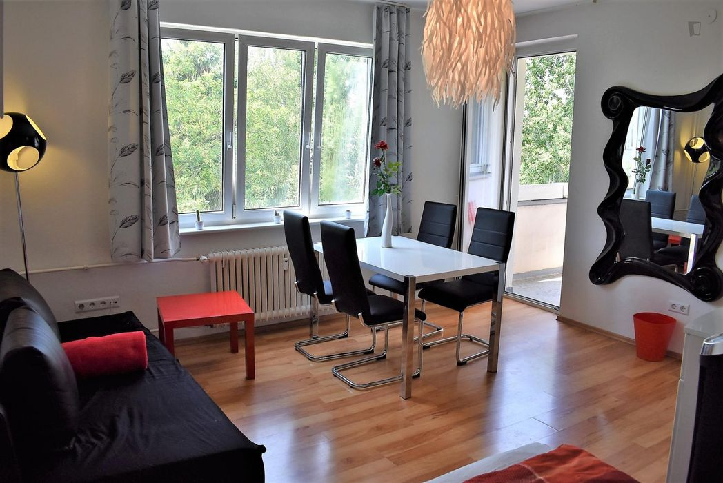 Bright & modern 1-bedroom apartment in Berlin, Bosepark near Alt-Tempelhof metro station