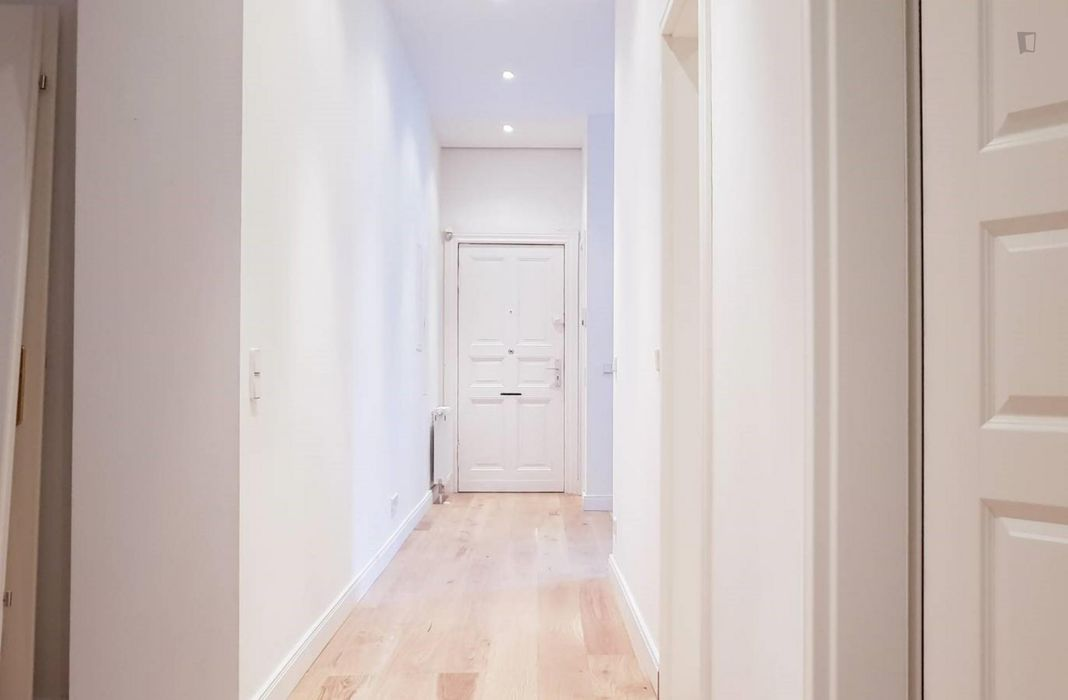 Single bedroom in a 6-bedroom student flat, in Wedding