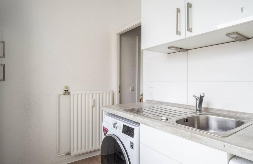 Spacious single bedroom in great area