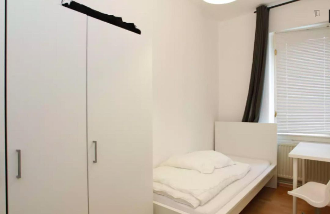 Bright Single Bedroom in Britz