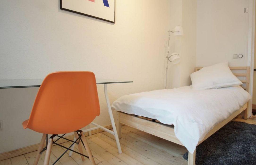Spacious double bedroom in Adlershof