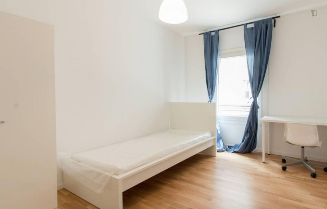 Cosy single bedroom in 7- bedroom apartment in Mitte