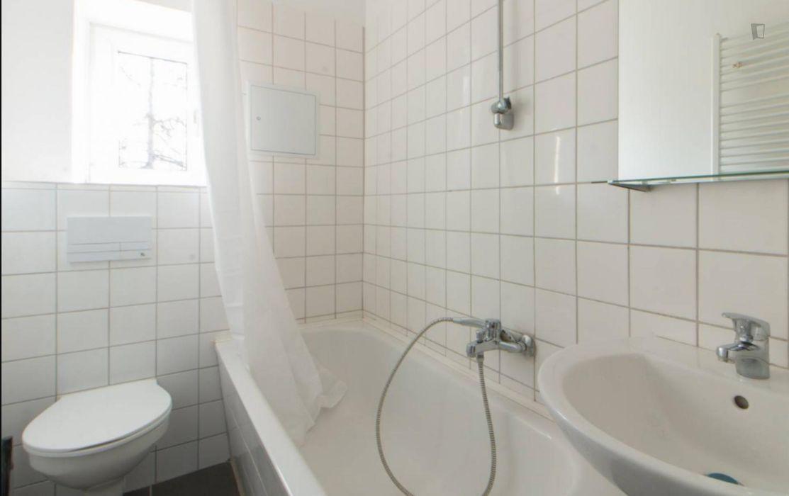 Cozy room in 3-bedroom apartment in Neukölln