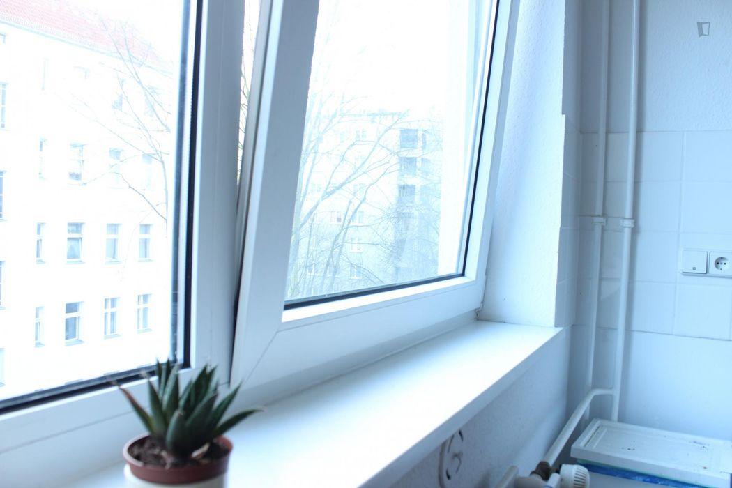 Snug single bedroom in a residence, in Gesundbrunnen