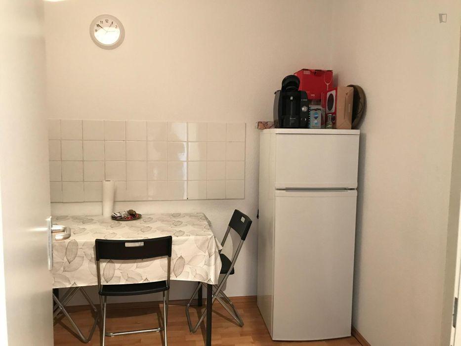 Comfortable single bedroom close to U Pankstr. (Berlin) metro station