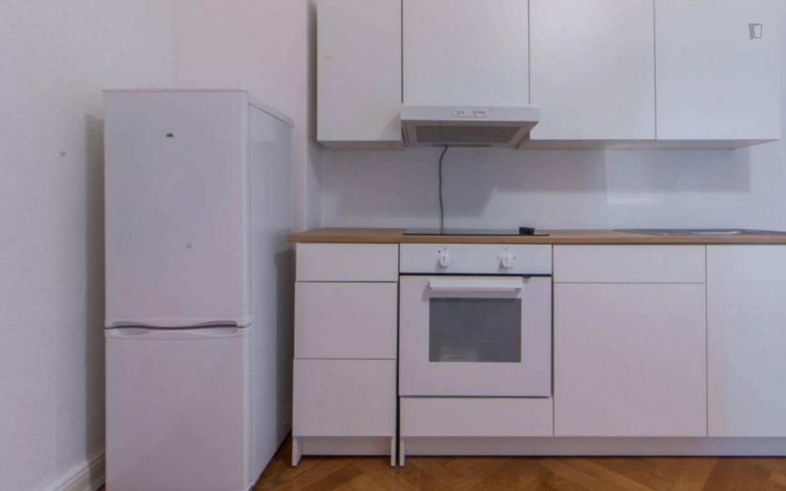 Nice room in 3-bedroom apartment in Charlottenburg-Wilmersdorf