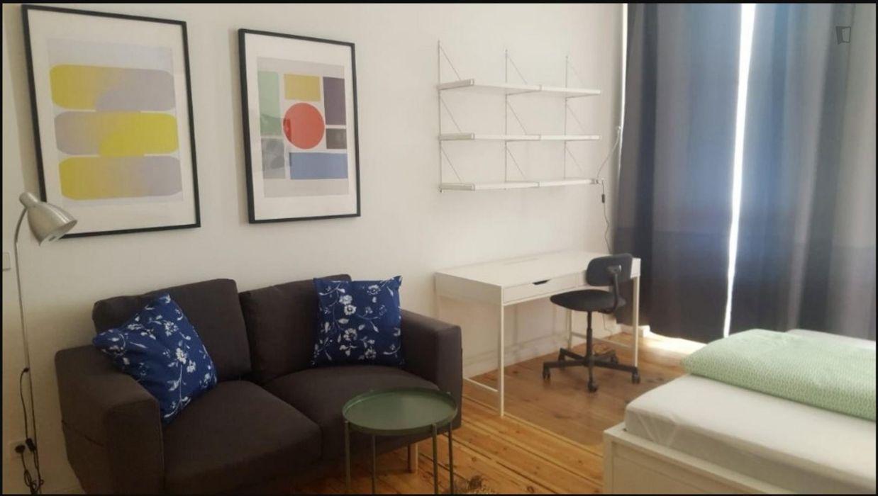 Wonderful 2-bedroom apartment Neukölln