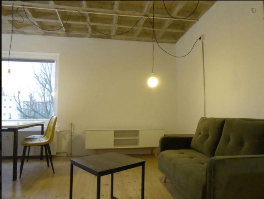 Modern apartment close to Richard-Wagner-Platz metro station